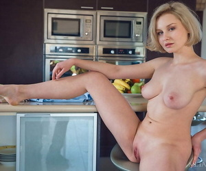 Young blonde girl Kery plunges..
