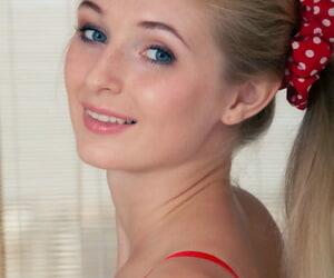 Blonde glamour babe Leona Honey..