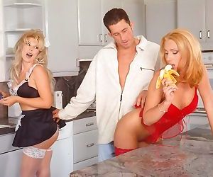 Two blondes gving hot dude fantastic oral and cockriding..