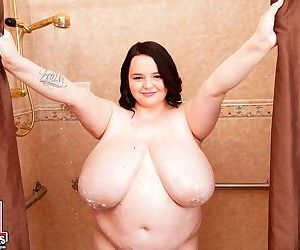 Obese brunette Peyton Thomas catches a load of cum on her..