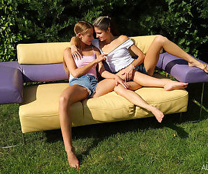 Young amateur girls Alexis Crystal & Gina Gerson give..