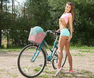 Girl next door Melena A loosing nice teen ass and pink..