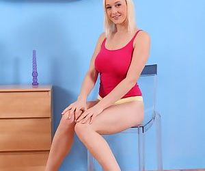 Big-tit blonde Sherry shows off her gorgeous booty and..