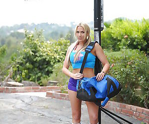 Blond Babe Alanah Rae slipping out of her sports bra &..