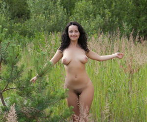 Pretty face brunette Mirelle A spreading legs outdoors to..