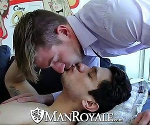 ManRoyale Hot guy comes back home for a good fuckHD