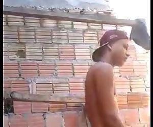 Leke punhetando na construção