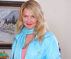 Busty cougar eva griffin spreads..