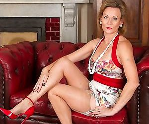 Older huntingdon smyth naked in red high heels - part 2641
