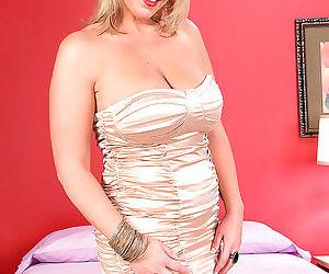 Older blonde divorcee carey riley..