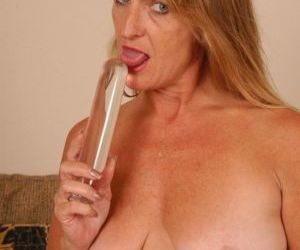 Mature blonde Vickie toys saggy..