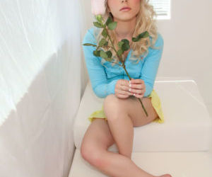 Bare foot blonde chick Kara Duhe..