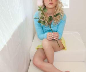Bare foot blonde..