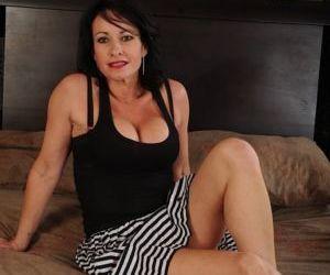 Buxom older lady Braxton Kai..