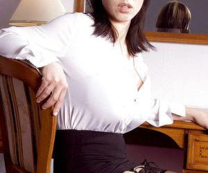 Buxom European solo girl Merilyn..