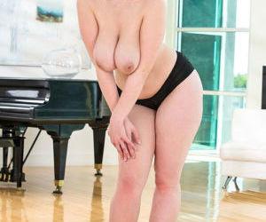 Blonde plumper exposing large..