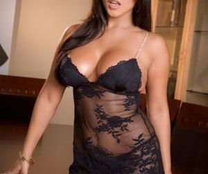 Sunny Leone teases in black lace..