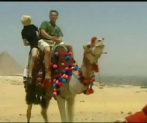 Kitty and Nikolette, Anal Threesome in the Desert