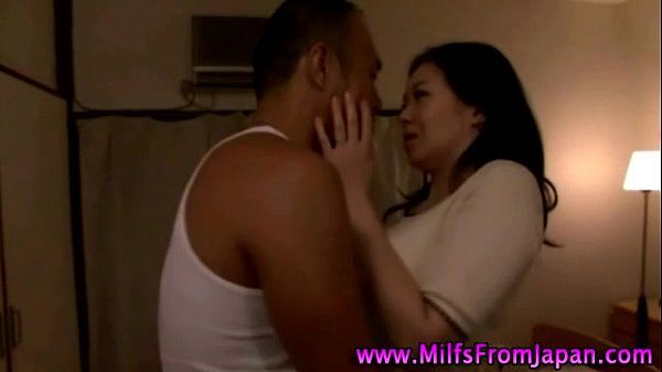 Molten asian milf hoe sucking hard-on