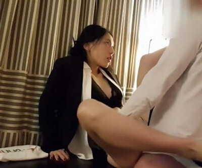 June Liu 刘玥/SpicyGum - Chinese Manager Penalizes her Employee for Being Late