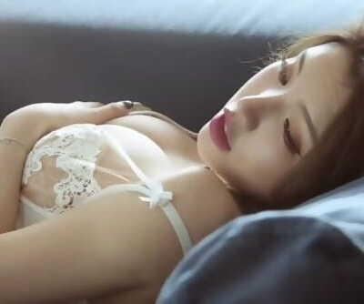 Chinese Model 黄楽然 sensuous photoshoot