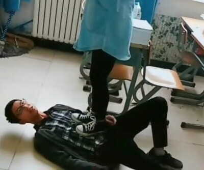 chinese college chick trampling in sneakers