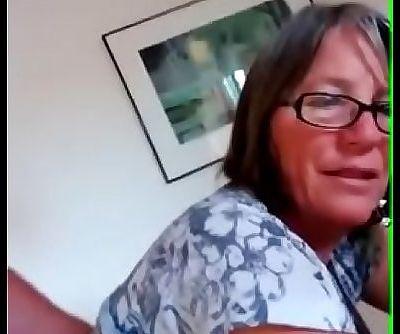 Mi esposa siendo penetrada analmente mientras hablamos LustyGolden 22 sec