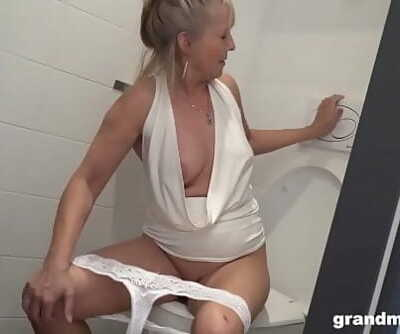 Ash-blonde granny puts rest room brush up youthfull folks pink hole 5 min 720p
