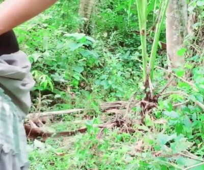 sr lankan desi lady outdoor pissing නදීකා අක්කා එලියේ ඉදන් චූ දානවා
