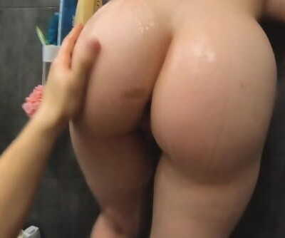 Prompt blowjob in the shower