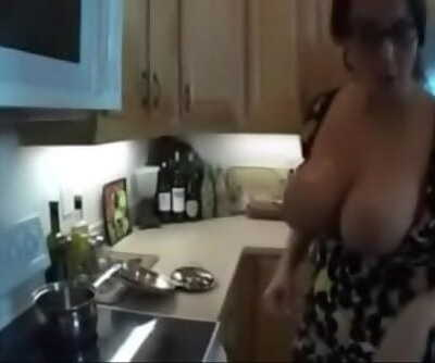 Who is She??? Mummy with big tits in threesome 11 min