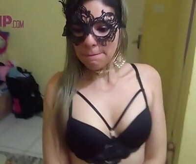 Cristina Almeida sendo humilhada pelo vizinho enquanto o corno do marido esta no trabalho, ela chupa, leva tapa na..