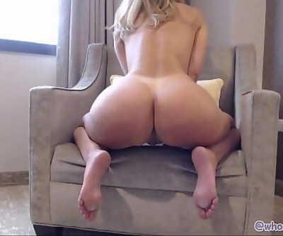 PAWG Mummy Camgirl Twerking Butt Shaking To Din Daa Daa 23 min 1080p