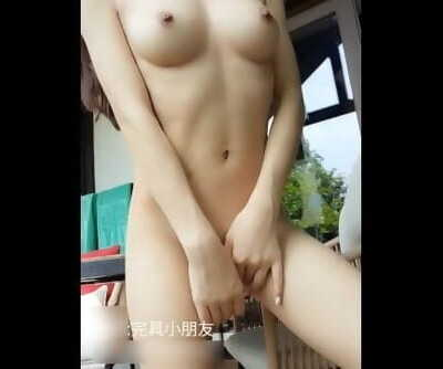 Chinese Spectacular Woman Demonstrate her Nice Bod