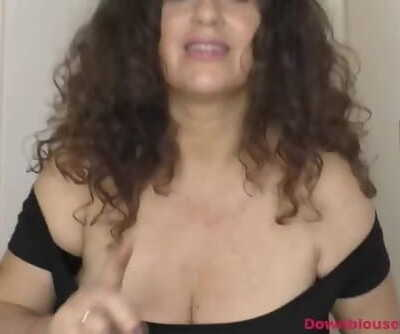 Mature Gilly Shows Dancing Abilities and Downblouse