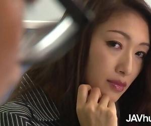 JAVHUB Reiko Kobayakawa will do anything for a lift 12 min