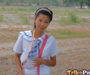 Youthful Filipino schoolgirl fucks a hookup tourist in..
