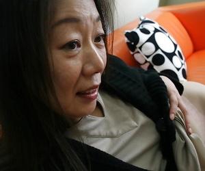 Mature brunette Yoshiko Makihara is uncovering her hairy..
