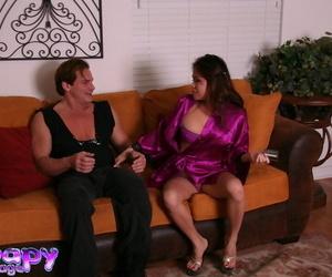 Lovely Asian massagist Kim Tao helps hard-on man to jizz..