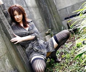 Asian stunner Reina Mizuki displaying her small fanny and..