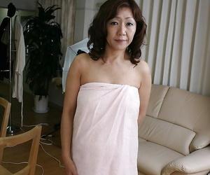 Sex-hungry asian Mummy Eriko Nishimura demonstrating her..