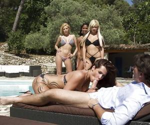 Stunning babes in bathing suit take turns deepthroating..