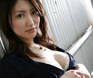 Seductive asian stunner Takako Kitahara sliding off her..