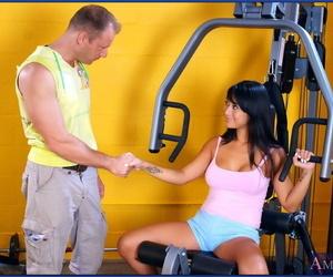 Sporty asian honey Gianna Lynn denudes thick boobs and..