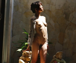 Sexy asian babe Saki Ninomiya demonstrating her perky..