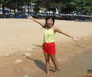 Eighteen year old woman with braces from Pattaya bangs a..