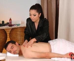 Asian masseuse Midori Tanaka goes the butt-bangs mile by..