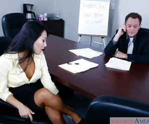 Asian secretary Asa Akira seducing her white chief for sex..