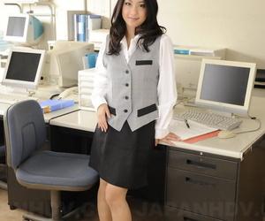 Stunning Japanese office chick Satomi Suzuki shows her..