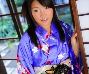 Japanese solo girl hikes up her kimono to uncover her cunt